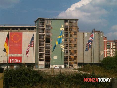 palazzo mobile lissone lissone raid al palazzo mobile vandali in azione