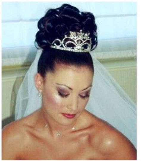 Wedding Hairstyles With Veil And Tiara by Curly Wedding Hairstyle Wtih Tiara And Veil Jpg Wedding