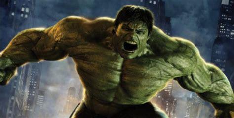 imágenes de increíble hulk video un hulk real desplaza con sus manos el coche de