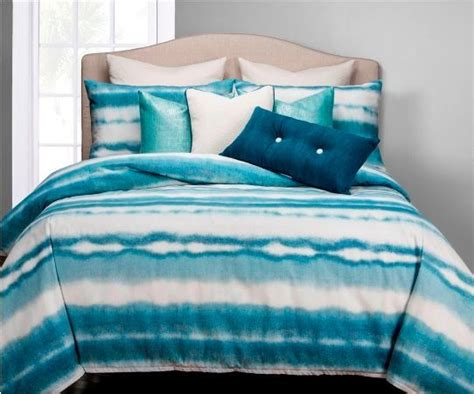 What To Look For In A Comforter by 26 Best Images About Bedding For A Cottage On