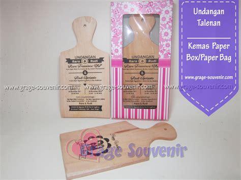 Souvenir Telenan Kayu Kemas undangan talenan kayu kemas paperbox paperbag murah jual souvenir pernikahan