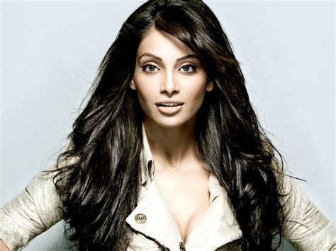 film lagan actress name another bollywood beauty bipasha basu sexy leg cross
