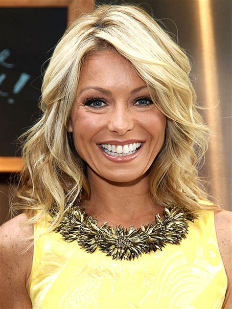 how do they curl kelly rippas hair damon cool picture kelly ripa cuts her hair beauty