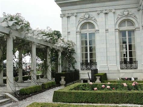 garden at the rosecliff mansion in newport classical