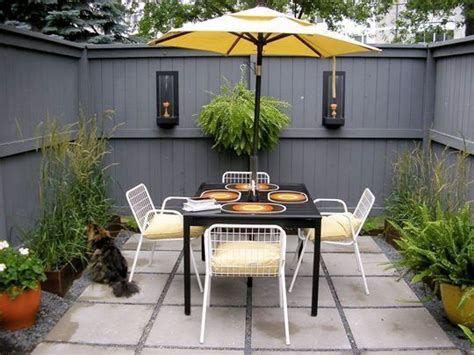 Courtyard Garden Apartments by 1000 Ideas About Small Courtyards On Small