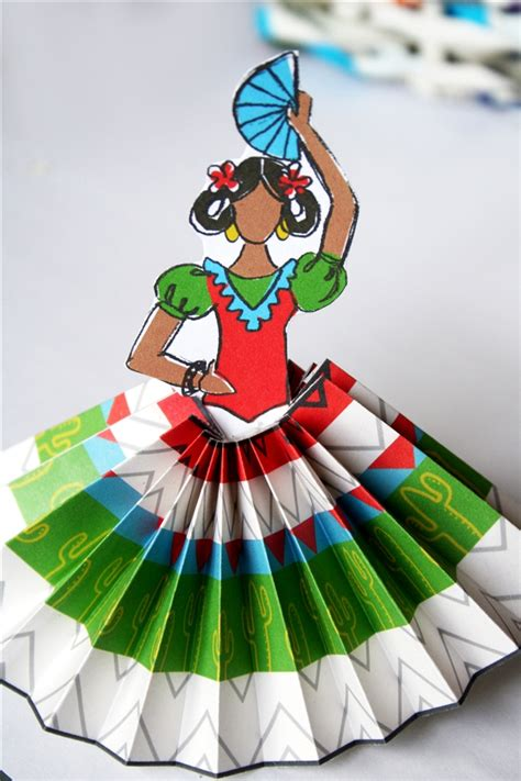 Mexican Paper Crafts - how to make paper rosettes and se 241 oritas for el cinco de
