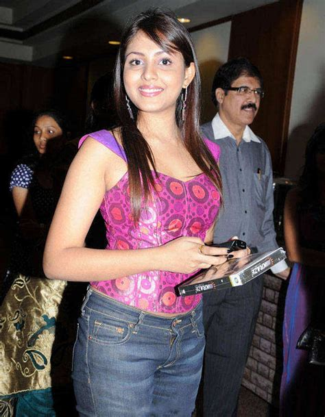 pics on honey singh n his wife all collection wallpapers honey singh wife snaps