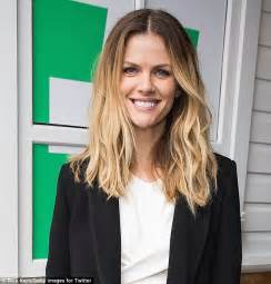 brooklyn decker finery brooklyn decker dons black mini to promote finery at sxsw