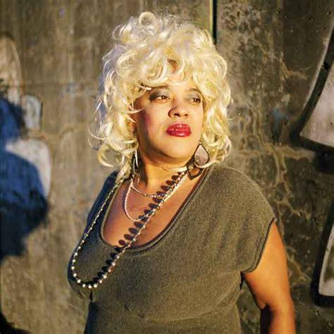 Kirsten Stands Up To Blondie Fans by Blondie Strange Atlanta Magazine