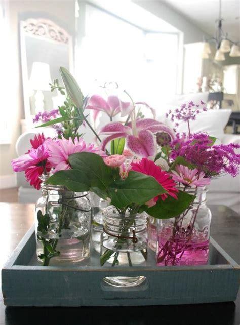 decoratie op dienblad dienblad decoratie glazen vaasjes flowerpower