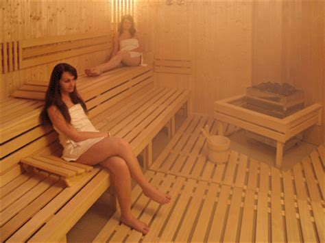 Is A Sauna Or Steam Room Better For Detox by Sauna Or Steam Bath Which Is Better Indian Weight Loss