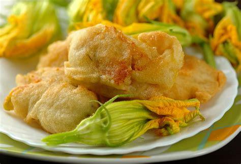 ricetta di fiori di zucca in pastella fiori di zucca o di zucchina due ricette green it