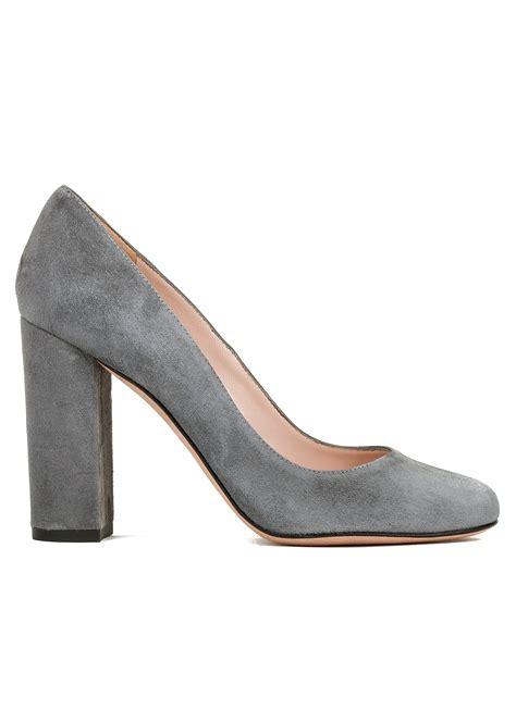 zapatos salon zapato de sal 243 n con tac 243 n alto en gris tienda de zapatos