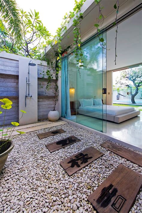 Bathroom Towels Ideas by 50 Stunning Outdoor Shower Spaces That Take You To Urban