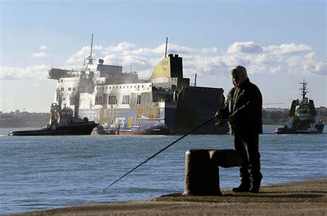porto di brindisi l arrivo norman atlantic al porto di brindisi