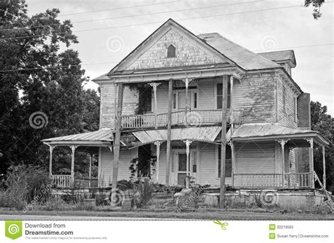 american colonial house ruins of a american colonial house home stock image