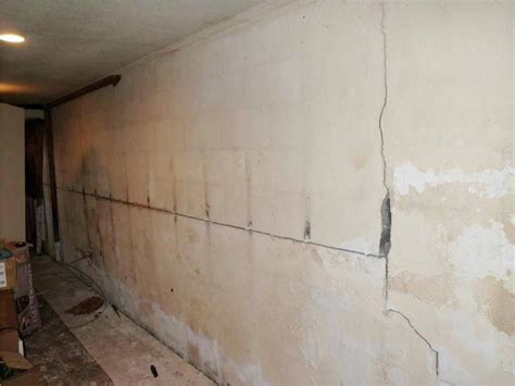 vertical cracks in basement walls quality 1st basement systems basement waterproofing photo album cracked cinderblock