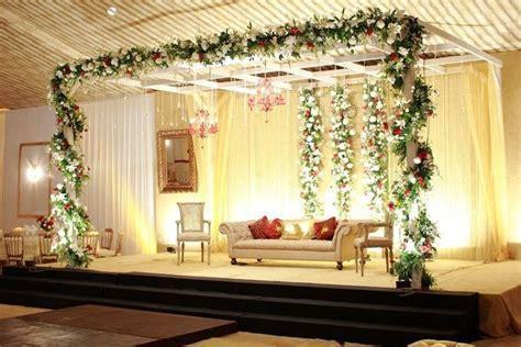 floral centerpieces wedding reception simple wedding stage