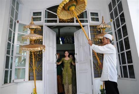 Makna Ritual Buka Pintu dalam Tradisi Sunda   Weddingku.com