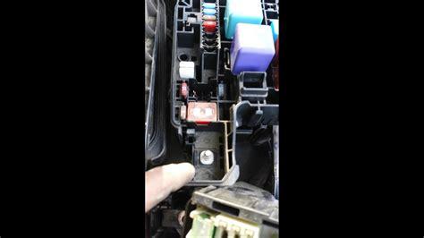 replacing  amp altenator fuse  toyota camry youtube