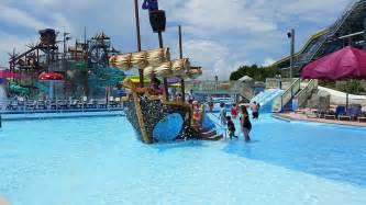 schwimmbad piratenschiff kiddie pirate ship pool splash mountain jolly roger water