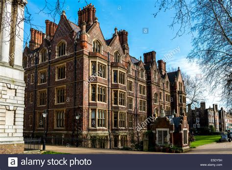 the honourable society of lincoln s inn is one of four