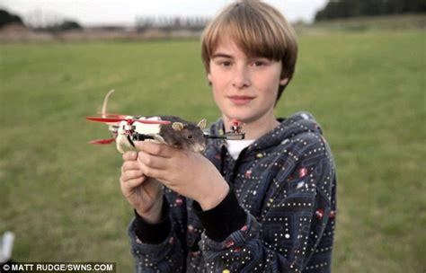 inventors turning schoolboy pepeijn bruins dead rat