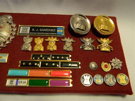 uniforme servicio penitenciario bonaerense escudos rieles prendedores hebillas laureles palmas planiques