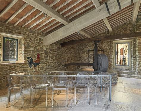 soffitti con travi a vista travi a vista romantico restauro di un edificio antico