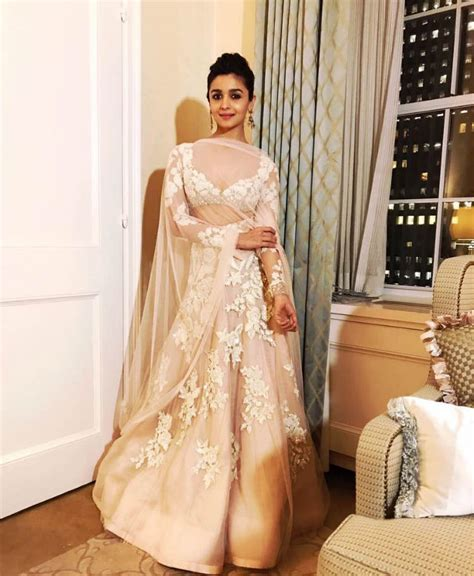 Alia Dress iifa 2017 alia bhatt s cinderella dress costs way more