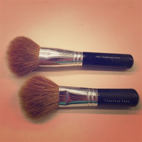 bare minerals fan brush 84 bareminerals other bare minerals brushes