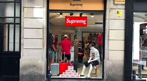 stores that sell supreme supreme spain supreme store exposed straatosphere