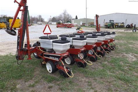 white 6700 6 row wide planter dj 3000 monitor planting
