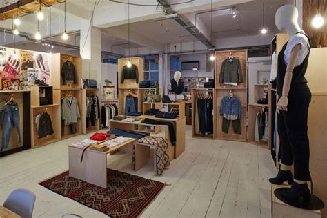 Display Apparel On Showroom Floors - showroom 187 retail design