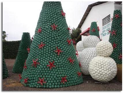 vasos arbol navidad navidad verde 193 rboles de navidad hechos de materiales reciclados viviendo en la tierra