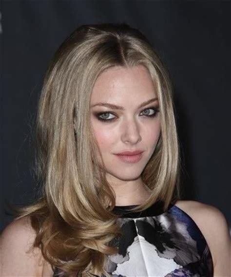 lindsay lohan with medium ash blonde hair very long and curly source hairstyles7 net medium ash blonde hair