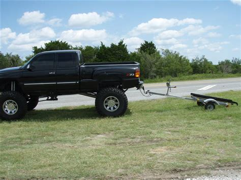 boat trailer too small another truck that is too small for the trailer and load