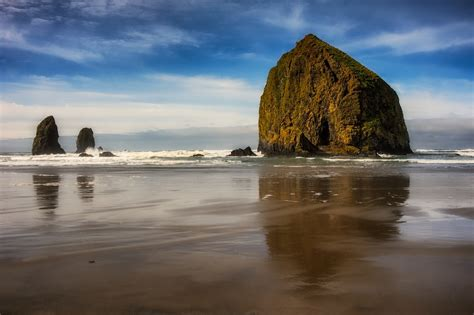 the monolithic haystack rock nomadic pursuits