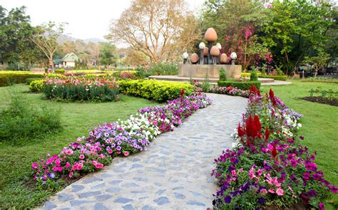 Flowers Gardens And Landscapes Easy Driveway Landscaping Ideas