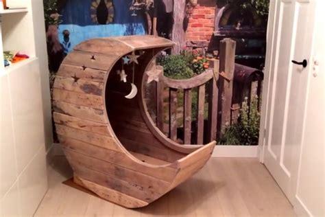 Ranjang Kayu Biasa kumpulan papan kayu disulap jadi ranjang bayi money id