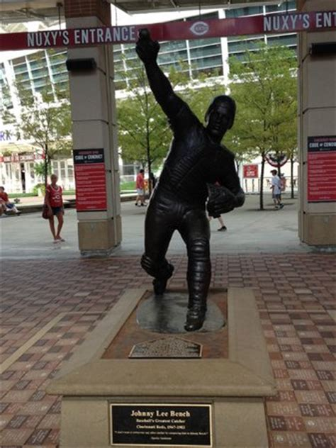 johnny bench statue statue of johnny bench picture of great american ball
