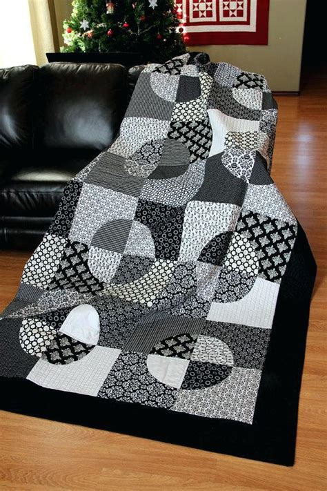 black and white cross quilt pattern quilts black and white boltonphoenixtheatre com