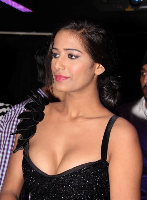 top 5 celebrities with best cleavage best cleavage pics of bollywood babes indiatimes com
