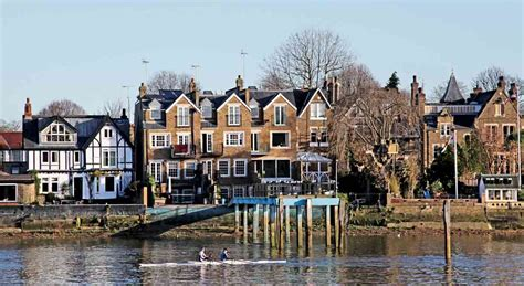 thames river property six beautiful properties along the river thames