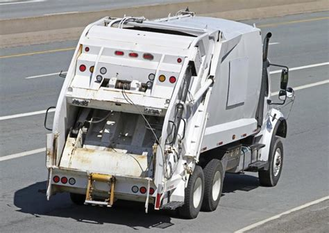 Truck Tires New York City Nyc Garbage Trucks Unsafe With Maintenance