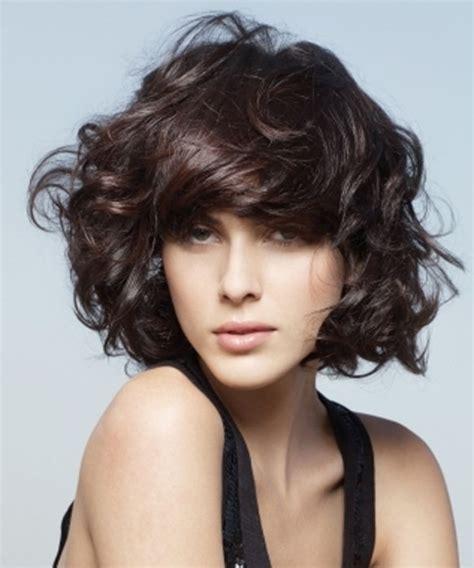 cortes de cabello mediano ondulado estilos de peinados para pelo ondulado mediano en capas