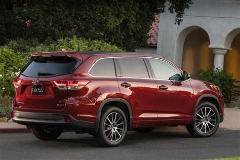 toyota 2017 vs 2016 2016 vs 2017 toyota highlander what s the difference