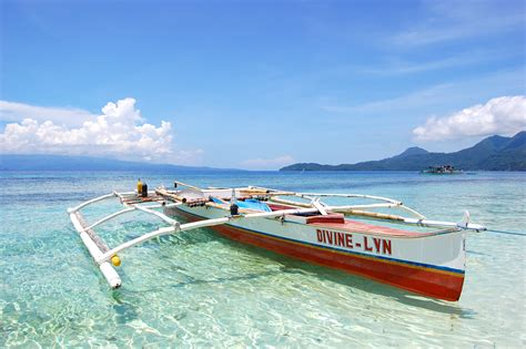 hawaiian boat file outrigger camiguin philippines jpg wikimedia commons