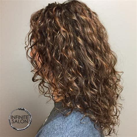 Medium Length Hairstyles For Curly Hair Oval by Curly Hairstyles For Hair Wavy Bob Haircuts