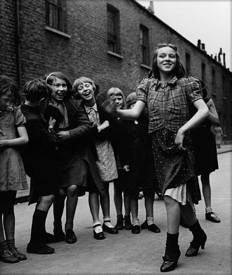 The Dancers At The End Of Time 1 flores y palabras bill brandt east end